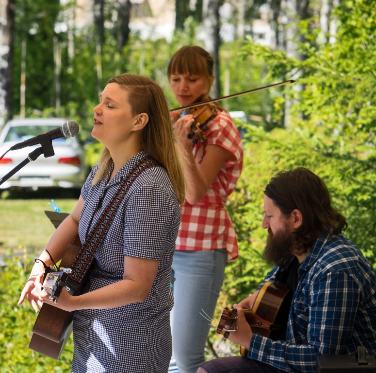 Elsa Fahlén med vänner, foto: Claes Rosenqvist